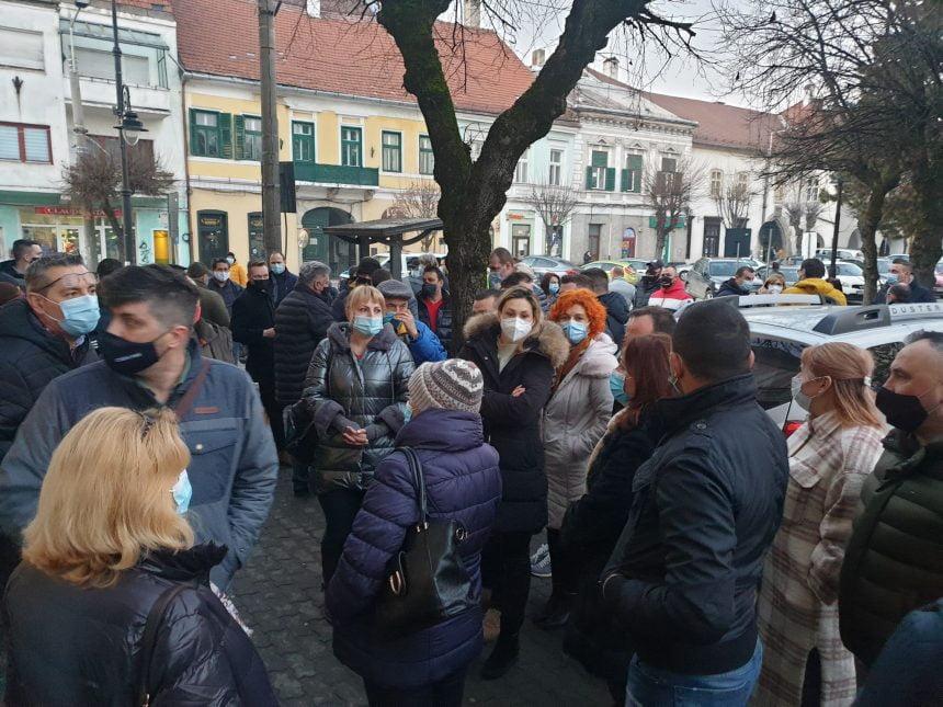 FOTO/VIDEO: Dezbatere RECORD la Primăria Bistrița. Peste 100 de bistrițeni spun NU blocurilor cu 6 etaje de pe Ion Căianu