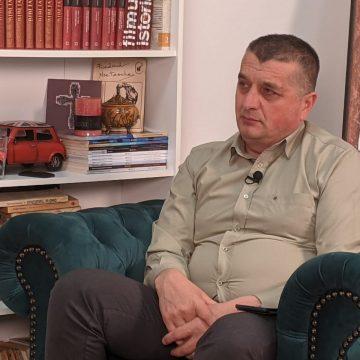VIDEO:  Cum crede primarul Ioan Strugari că se va rezolva problema gunoaielor de pe râurile din județ