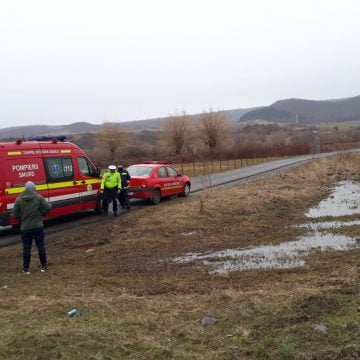 FOTO – LIVEZILE: O mașină a ajuns în decor, după o coliziune cu un alt autoturism