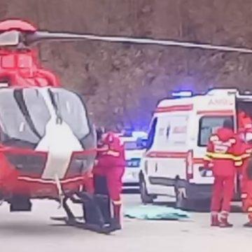 FOTO/VIDEO: Călugăr inconștient, după ce a căzut de la 3 metri înălțime, la Mănăstirea Parva. A fost solicitat elicopterul SMURD