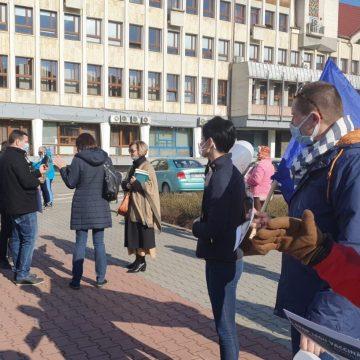 Zeci de persoane au ieșit în stradă pentru a protesta împotriva vaccinării obligatorii