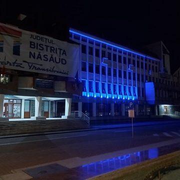 FOTO:  Clădirea Consiliului Județean, luminată în albastru, pentru toți cei diagnosticați cu autism