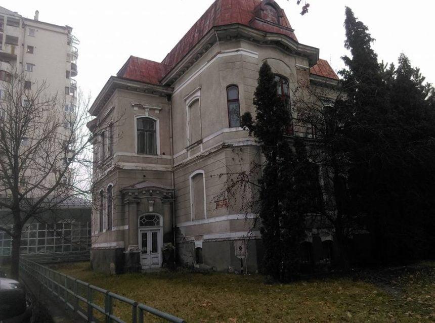 """PRIMIM LA REDACȚIE: """"Bistrița nu își poate permite să piardă prin ignoranță clădirea fostei Biblioteci Județene"""""""