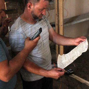 FOTO:  Emoționant mesaj într-o sticluță sigilată, descoperit în biserica reformată din Nușeni