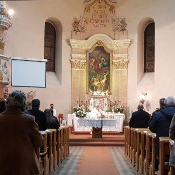 FOTO/VIDEO – Cea mai frumoasă și mai lungă liturghie: Noaptea de Înviere, pentru catolicii și protestanții din Bistrița