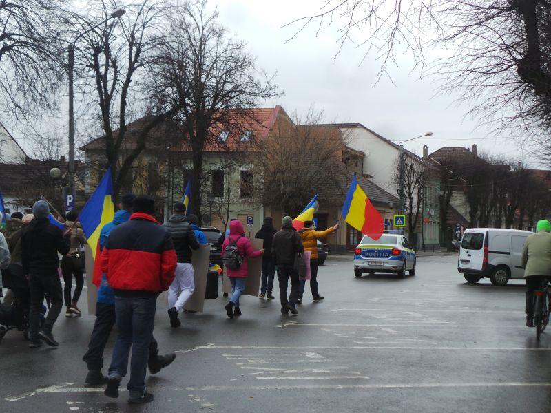 """FOTO/VIDEO – Marș pentru libertate, pe străzile din Bistrița: """"Lumea a ajuns la căpătul răbdării. Vom pierde tot ce am avut"""""""