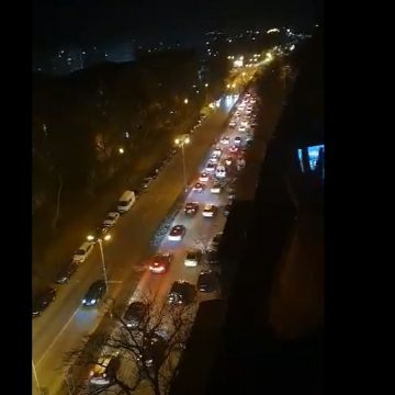 """VIDEO: Zeci de șoferi au fost """"arși"""" la buzunare după un miting auto neautorizat prin oraș"""
