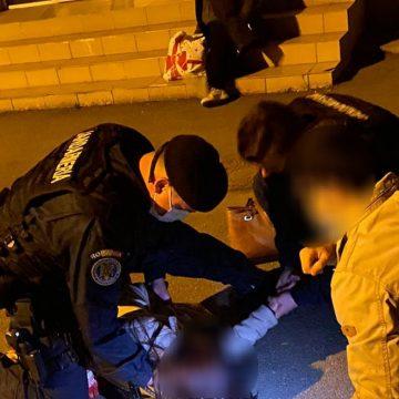 FOTO: PANICĂ în gară! O fată s-a prăbușit la pământ, iar jandarmii i-au acordat primul ajutor