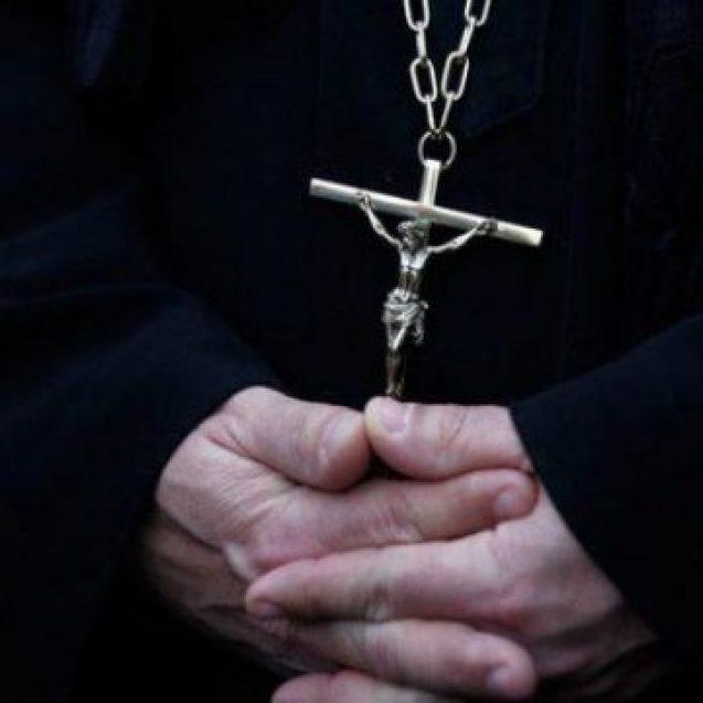 Un bistrițean s-a dat starețul unei mănăstiri și a înșelat zeci de persoane. A inventat o poveste cu o fetiță bolnavă