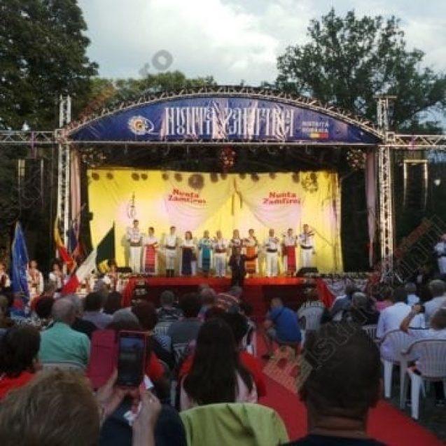"""FOTO/VIDEO:  Nunta Zamfirei transformă Bistrița în capitala folclorului mondial. """"Singura nuntă din lume fără dar!"""""""