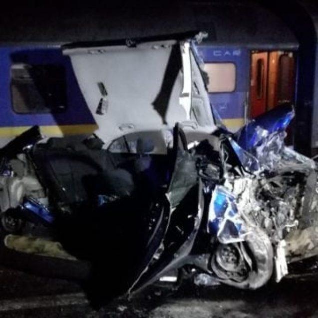 Au supraviețuit unui impact frontal și și loviți de tren. Care e starea victimelor din tragicul accident de la Feldru: