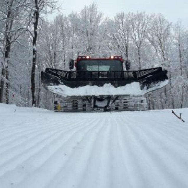 Ne pregătim schiurile?? Se lucrează de cu zor la Pârtia Cocoș!