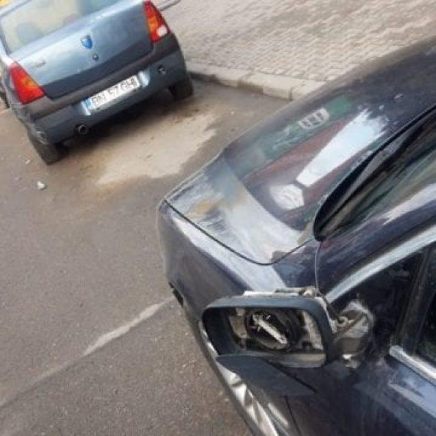 FOTO: Se caută un Audi ce a avariat două mașini pe o stradă din oraș