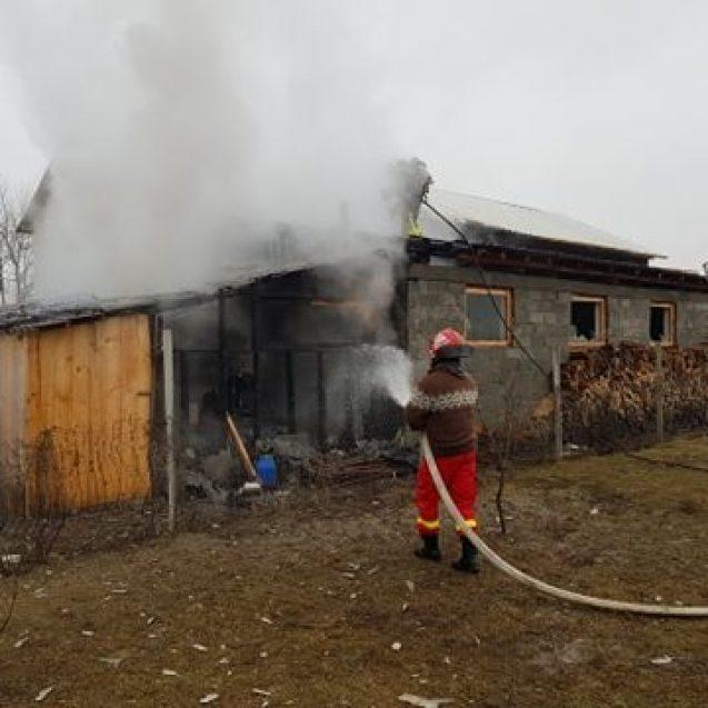 FOTO/VIDEO – URIU: Atelier de tâmplărie cuprins de flăcări