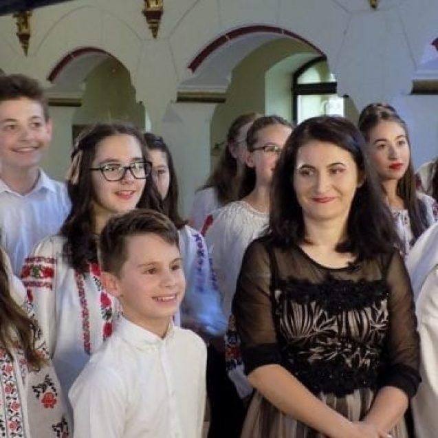 OAMENI din Bistrița-Năsăud: Ana-Maria Dragonici, profesoara care știe să facă MUZICĂ!