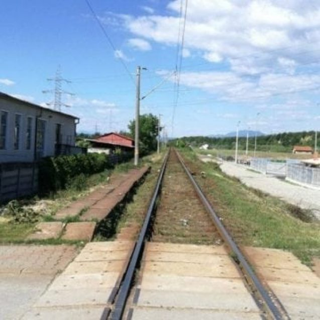 Cât de aglomerate sunt trecerile de cale ferată din oraș? Peste 10.000 de autoturisme opresc zilnic să se asigure
