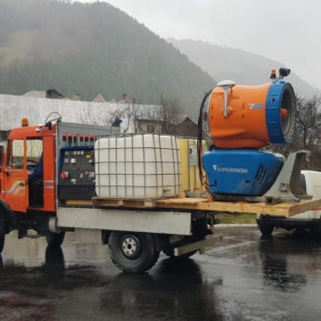 FOTO/VIDEO. Un tun de zăpadă va pulveriza dezinfectant pe toate străzile unei comune din județ