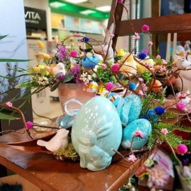 Cauți decorațiuni de Paște?! Aranjamente pastelate cu flori, ouă și iepurași veseli te așteaptă la Euforia Floral Boutique!