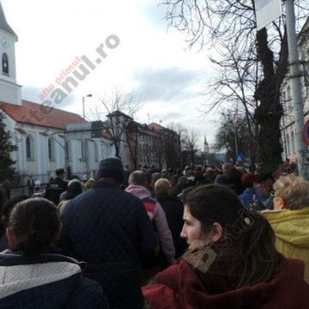 """FOTO/VIDEO: Sute de credincioși, la marșul de Florii, pe străzile Bistriței. """"E singurul lucru care ne-a mai rămas"""""""