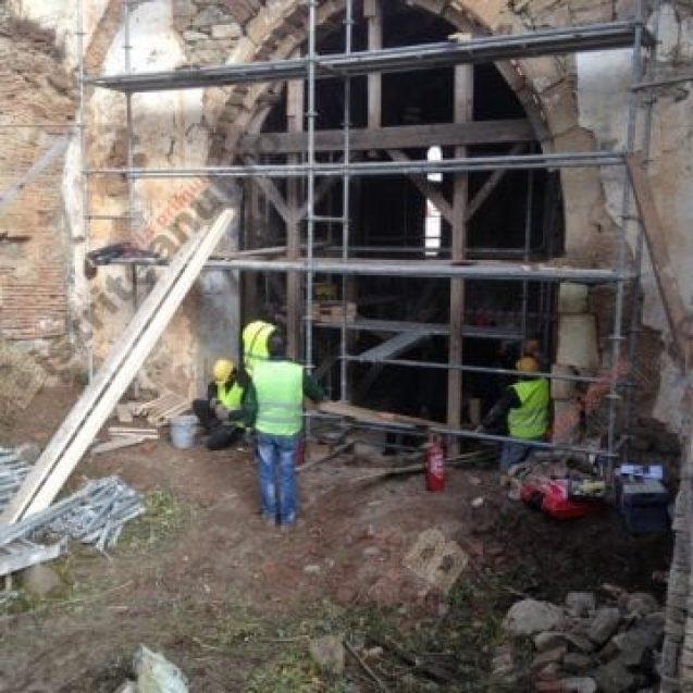 Biserica ce găzduiește una dintre cele 4 copii din lume după capodopera pictorului Giotto, reparată cu țârâita