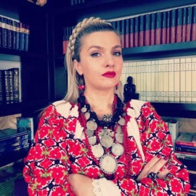 EDITORIAL: Mândră și tristă în România, la 100 de ani! Cum ne-am ratat noi șansa…