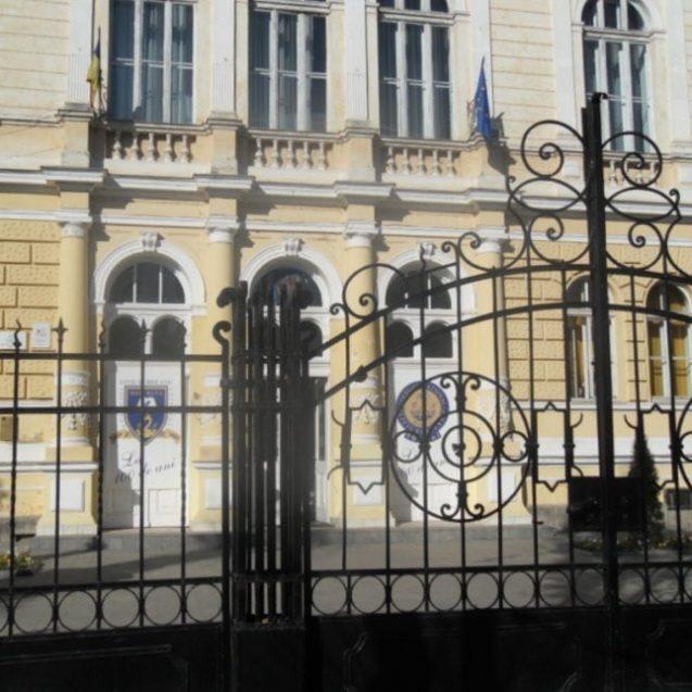 ÎNGRIJORĂTOR – La colegiile de renume din Bistrița-Năsăud s-a intrat și cu medii de 4 sau 5