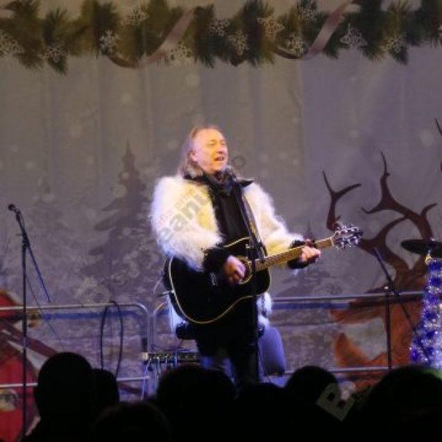 """FOTO/VIDEO:  Concertul lui Ştefan Hruşcă a avut parte de neaşteptate peripeţii la """"Crăciun în Bistriţa-Năsăud"""""""