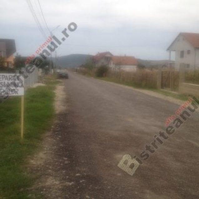 """VIDEO: Pericol pe strada Zăvoaie. """"Mi-e pur și simplu frică să-i las pe copii singuri pe stradă!"""""""