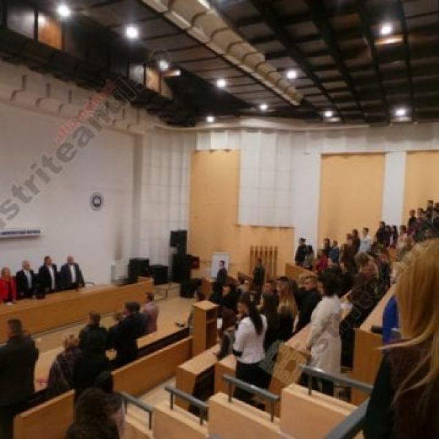 """VIDEO: Peste 570 de studenți UBB Bistrița, din nou la școală! """"Noi putem să participăm la vindecarea societății românești…"""""""