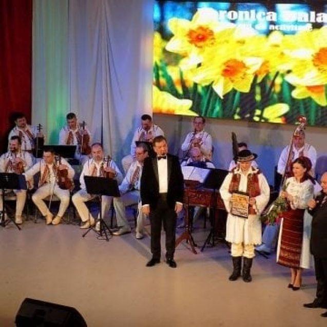 """FOTO/VIDEO. Veronica Bălan – 10 ani de ansamblu """"Dor Românesc"""". Unirea – surpriza de netăgăduit a serii"""