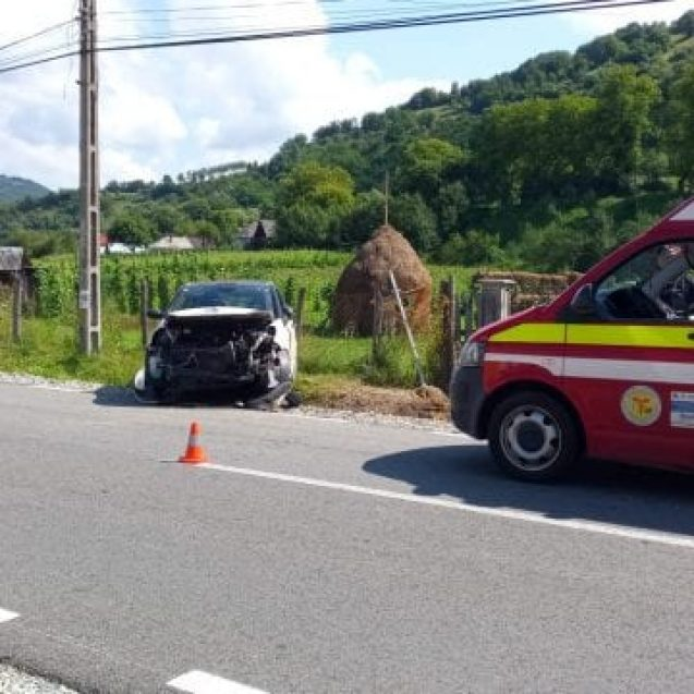 FOTO – Telciu: A ajuns cu mașina în șanț