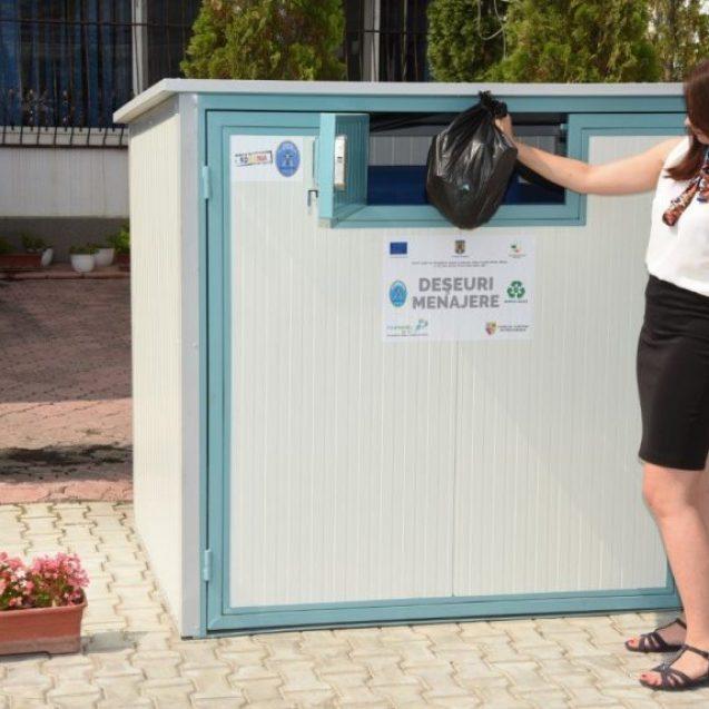 VIDEO: Sosesc primele pubele cu cip! De la 1 martie, aruncăm gunoiul doar cu cartelă!