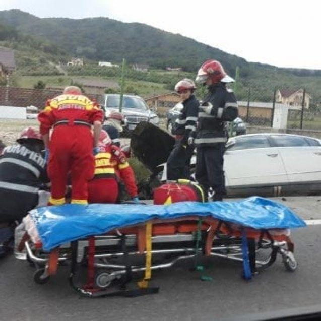 FOTO: Accident la Gomar Lux! Au intrat într-un cap de pod!