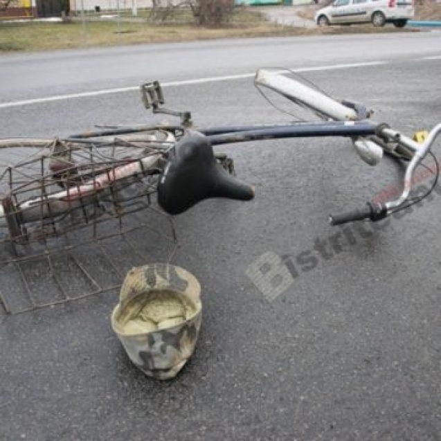 O biciclistă a fost lovită de mașină în Mijlocenii Bârgăului. Aceasta a fost grav rănită