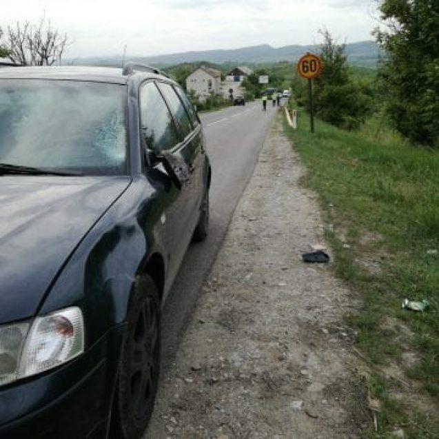 FOTO/VIDEO – Într-un moment de panică, un șofer începător a băgat în spital un bărbat, în Dumitra