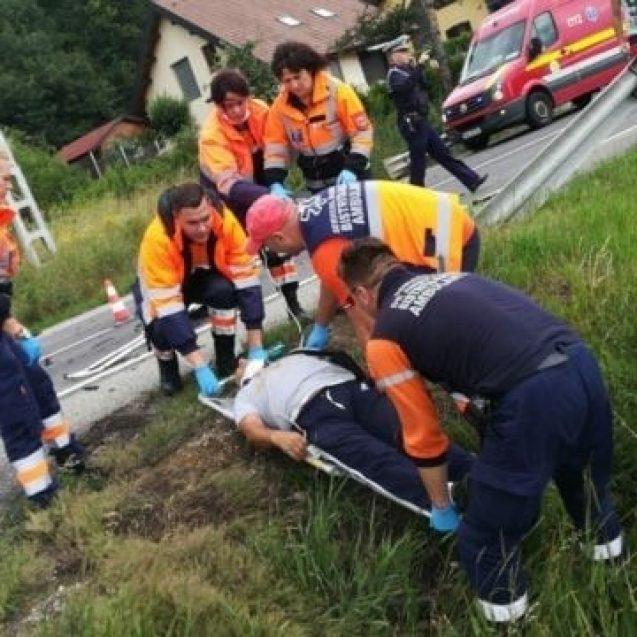 FOTO/VIDEO – Accident pe DN17, la intrare în Crainimăt! Trei persoane au fost rănite