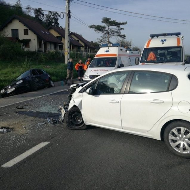FOTO-VIDEO Accident la intersecția dintre DN17 cu DN15A. O fetiță, printre victime