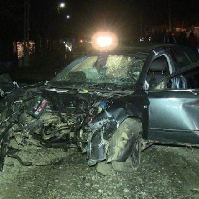 FOTO/VIDEO – Accident grav la Dobric, chiar în prima zi de Paște. Un tânăr de 19 ani și-a băgat trei prieteni în spital
