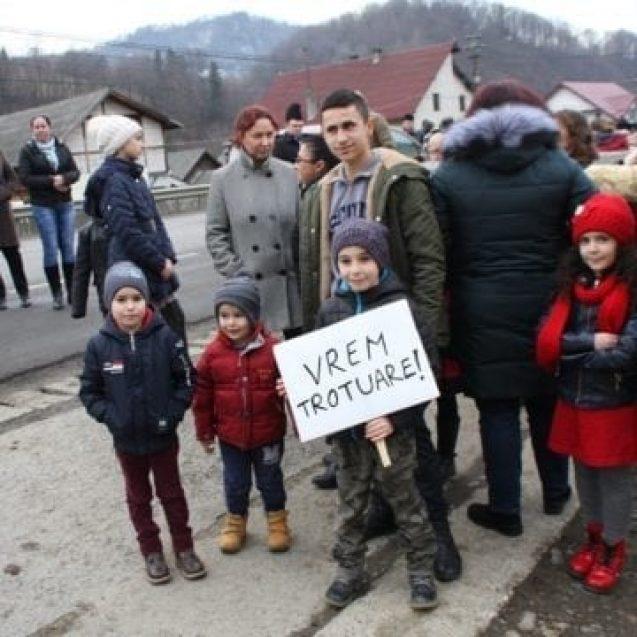 Valea Bârgăului ar putea avea trotuare suspendate. Cum vor fi protejați cei care circulă cu autobuzul