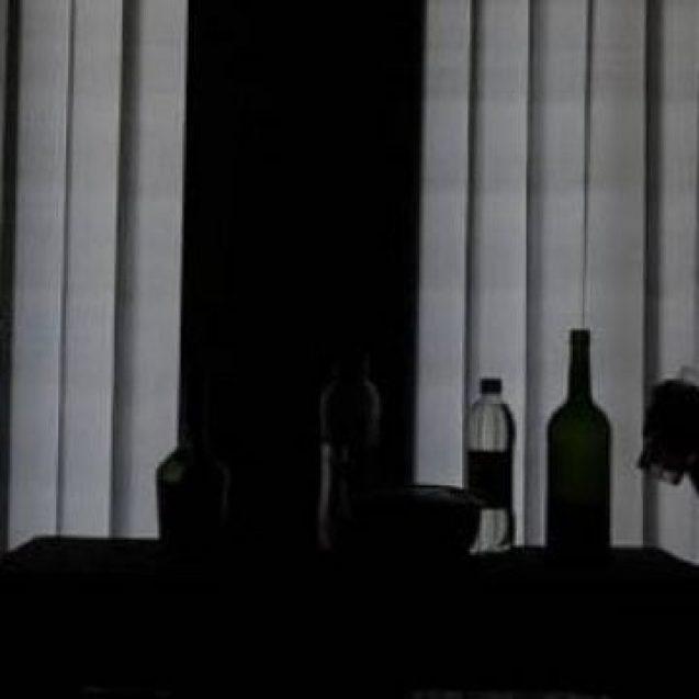 Băută sfârșită prost pentru doi prieteni: Unul a murit, celălalt e la închisoare pentru viol