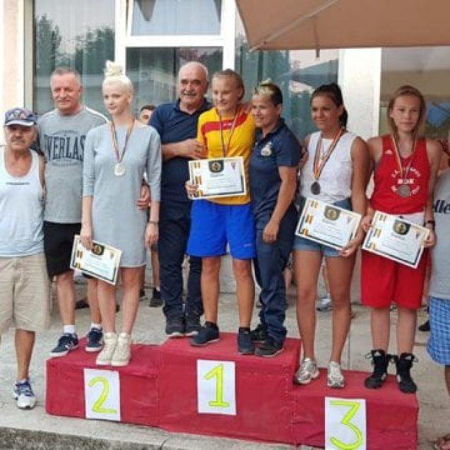 FOTO/VIDEO – Bistrița a dat 8 campioane naționale la box feminin! Cine sunt fetele și ce le așteaptă acasă?