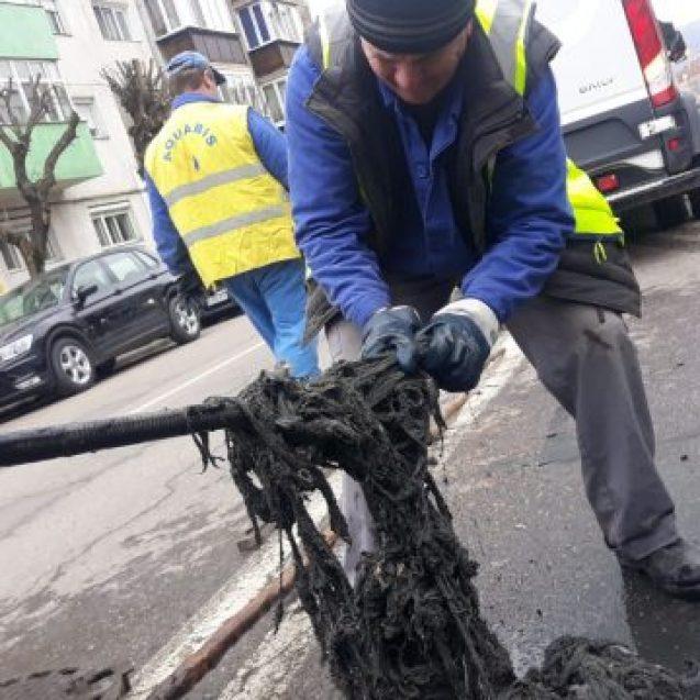 FOTO: Ce au descoperit lucrătorii Aquabis în sistemul de canalizare