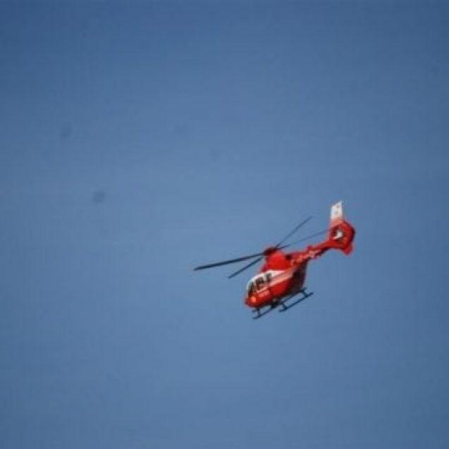 FOTO: Elicopterul SMURD solicitat pentru un bunic ce a căzut din pom