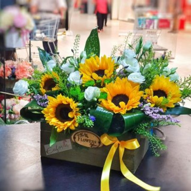 Cele mai frumoase flori pentru cele mai iubite Mării le găsiți la Euforia Floral Boutique! Poți comanda și online