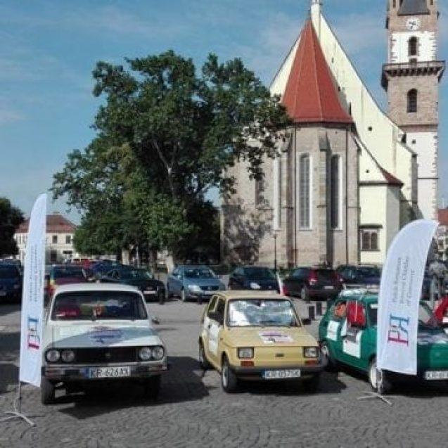 FOTO/VIDEO: Dacia nu moare și nici nu se predă! Inedit convoi retro, în centrul istoric al Bistriței
