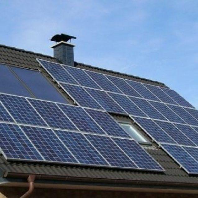 Vreți curent gratuit cu fotovoltaice? Trebuie să vă aduceți instalatori de la sute de kilometri distanță
