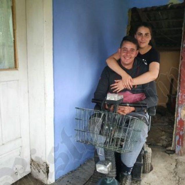 FOTO: Alexandru și Ionela, doi oameni greu încercați, dar care acum locuiesc într-un colț de rai