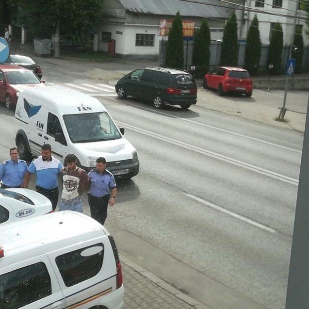 Bistrița:  Bărbat din Rodna încătușat în plină zi!