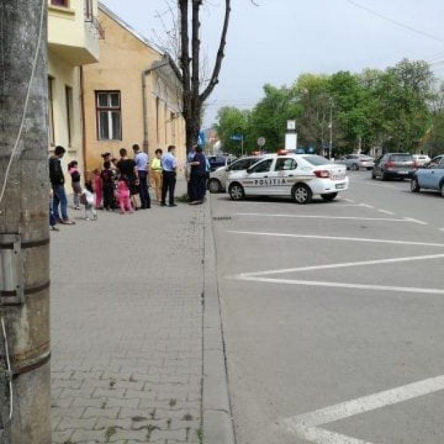 FOTO/VIDEO: Femeie tâlhărită în plină stradă la Bistrița!