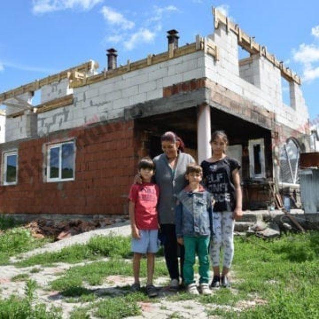 FOTO/VIDEO – Strigăt de ajutor! 7 membri ai unei familii din Jelna au nevoie de acoperiș deasupra capului